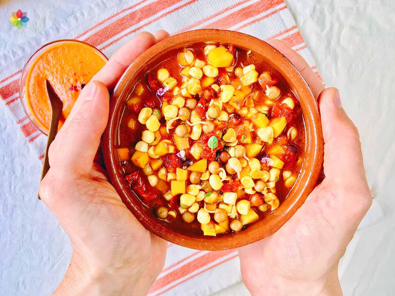 Locro de arvejas y choclo con salsa quiquirimichi