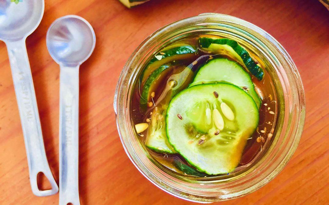 Pepino encurtido en vinagre y mostaza